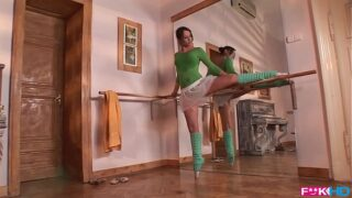 Horny ballerina that gives blowjobs in XXXtreme poses